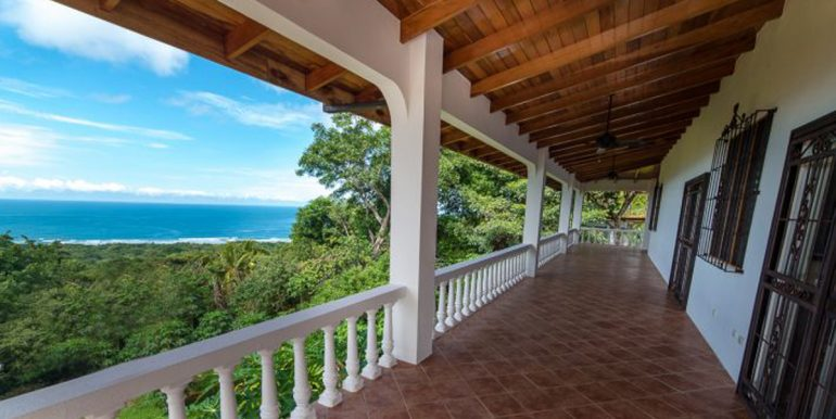 Cordoba_Patio_and_Ocean_View545e59a0eea4c