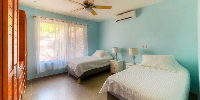 Nosara_Modern_Bedroom552c3f7e3b653