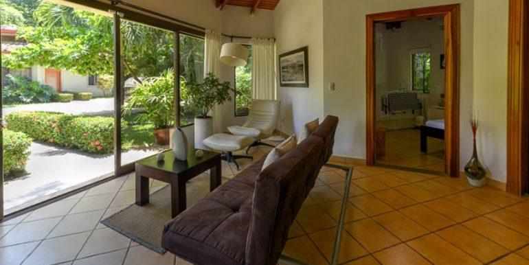 Pitos_fancy_furniture55b295fb8c0fc