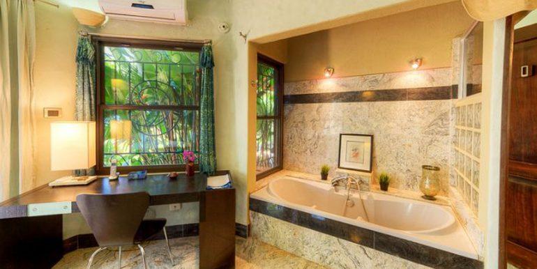 Villa_Clara_Vista_Master_Bath54d554b162676