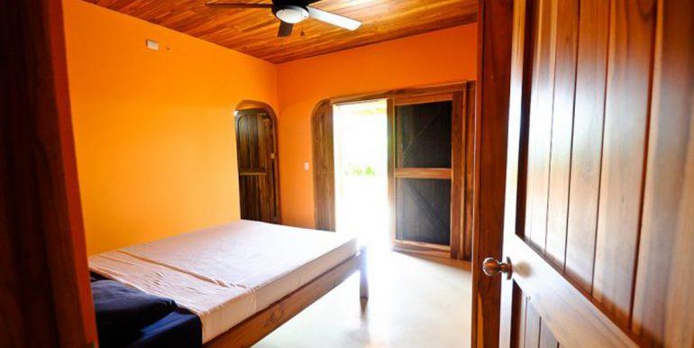 downstais_bedroom1_1374514837