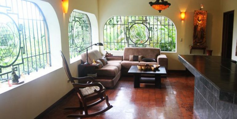 nyi-house-lounge55f73a93ca4bc