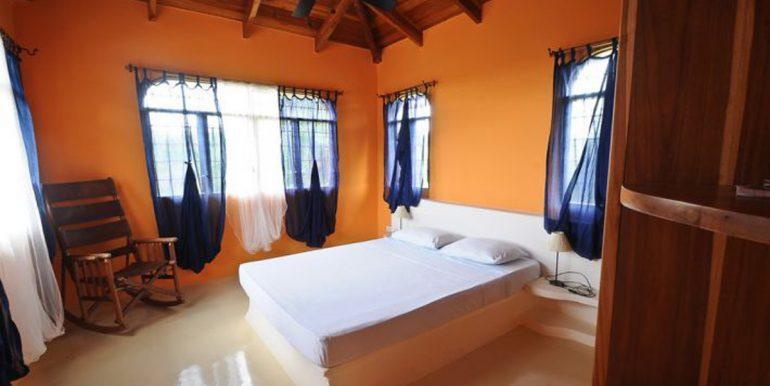 tropical_bedroom_1374514958