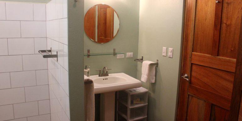 Bath 2 downstairs - 2