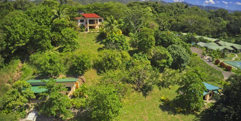 Drone tropi day frontlit 3 houses_2500 pixels