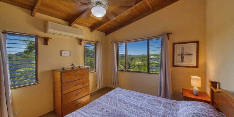 Main House Master bedroom_2500 pixels