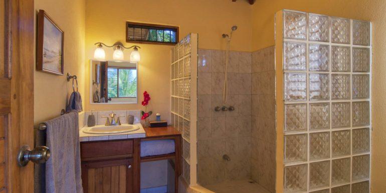 Main House master bath_2500 pixels